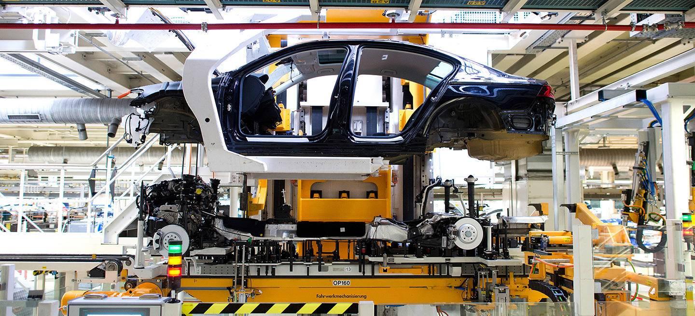 volkswagen-passat-golf-fabrica-05_1440x655c