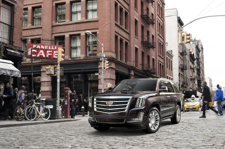2017-Cadillac-Escalade-008