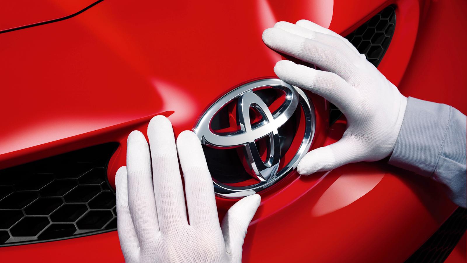 Toyota-Elipse-og-hender