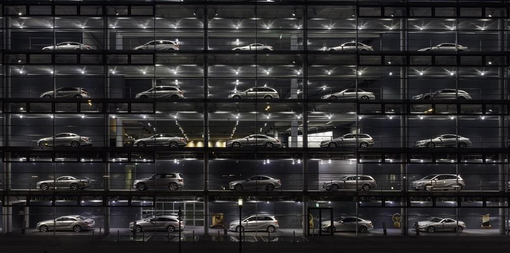Concesionario_de_Mercedes-Benz,_Múnich,_Alemania,_2013-03-30,_DD_25 [copia]