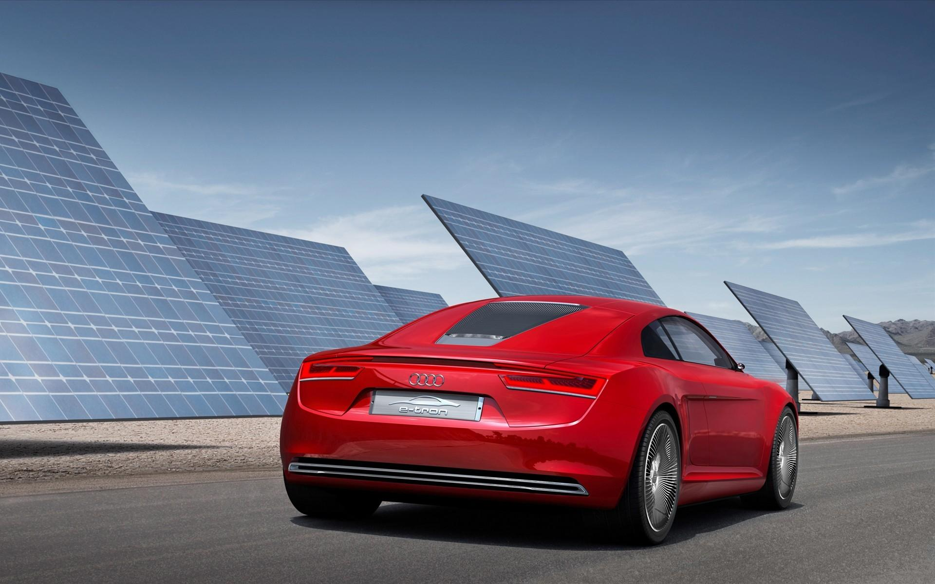 audi-e-tron-at-the-solar-panels