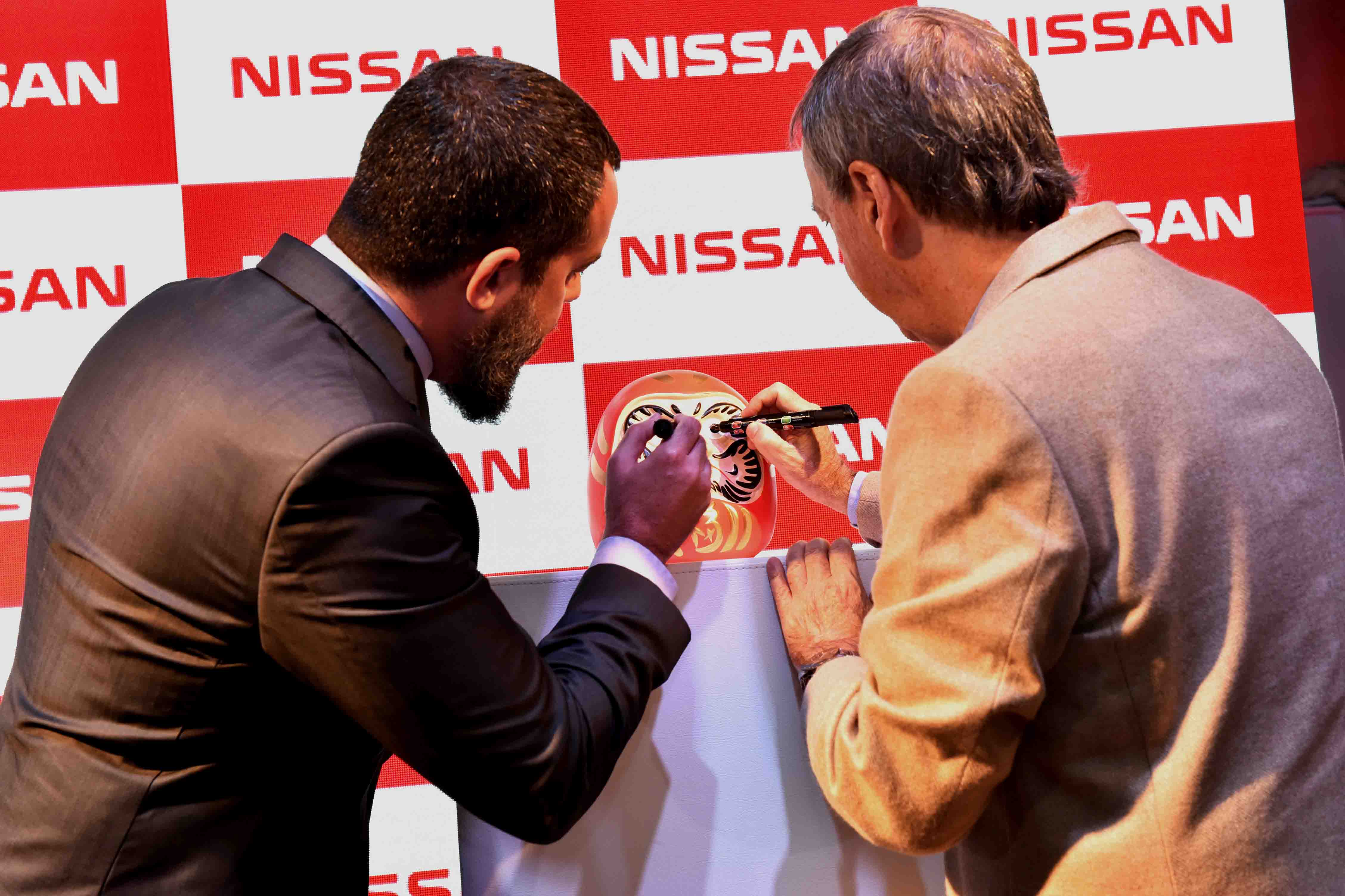 Ceremonia del Daruma con J. Schiaretti, Gobernador de Córdoba y Diego Vignati, Director General de Nissan Argentina