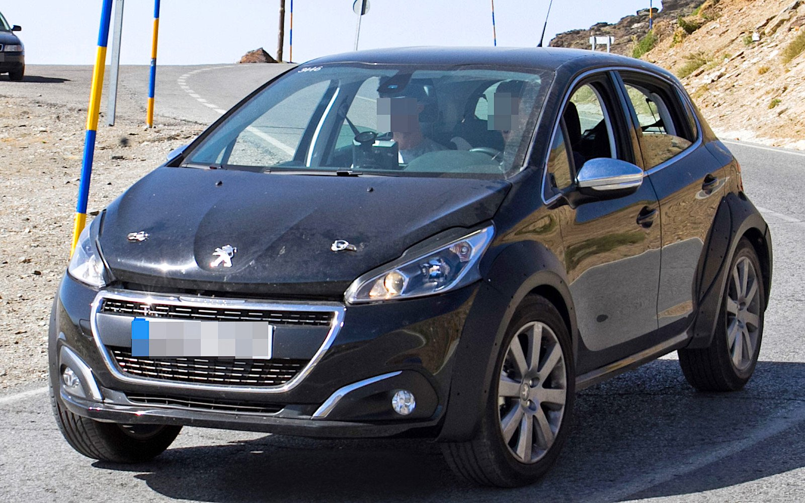 xPeugeot-1008-1.jpg.pagespeed.ic.EY58LqG7Ps