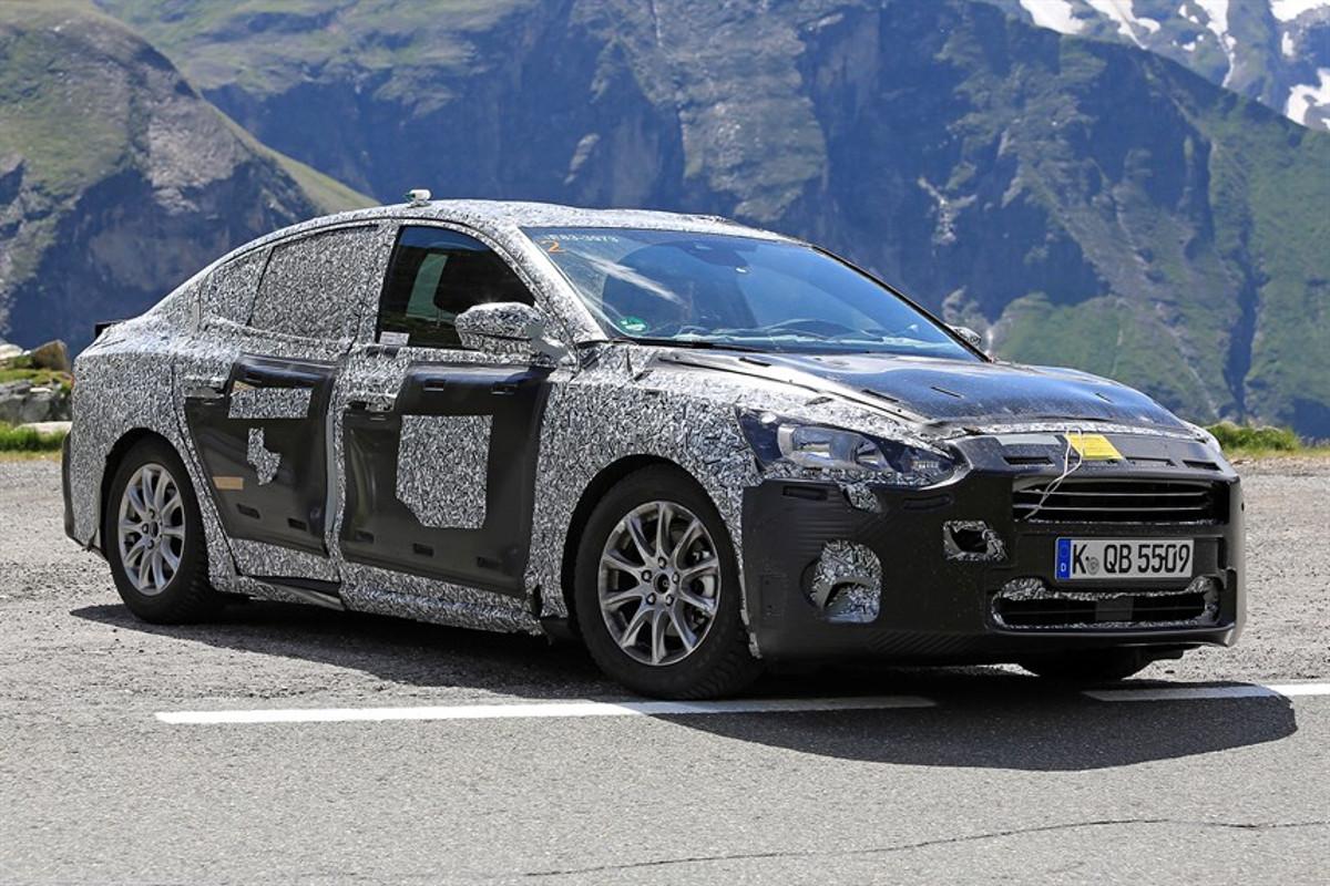 ford-focus-sedan-012