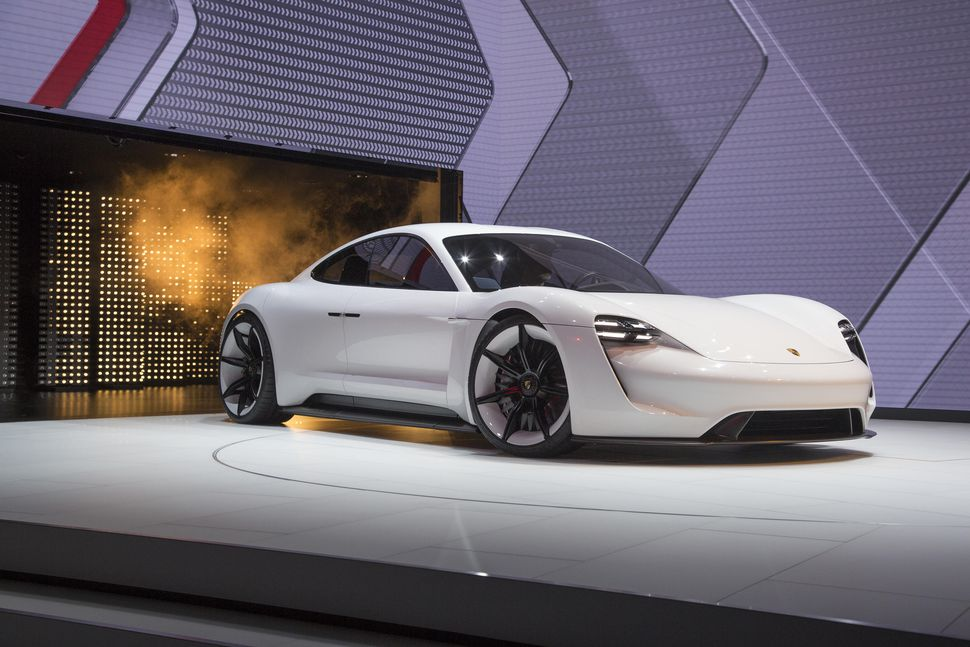 porsche-taycan-is-the-mission-es-official-production-name