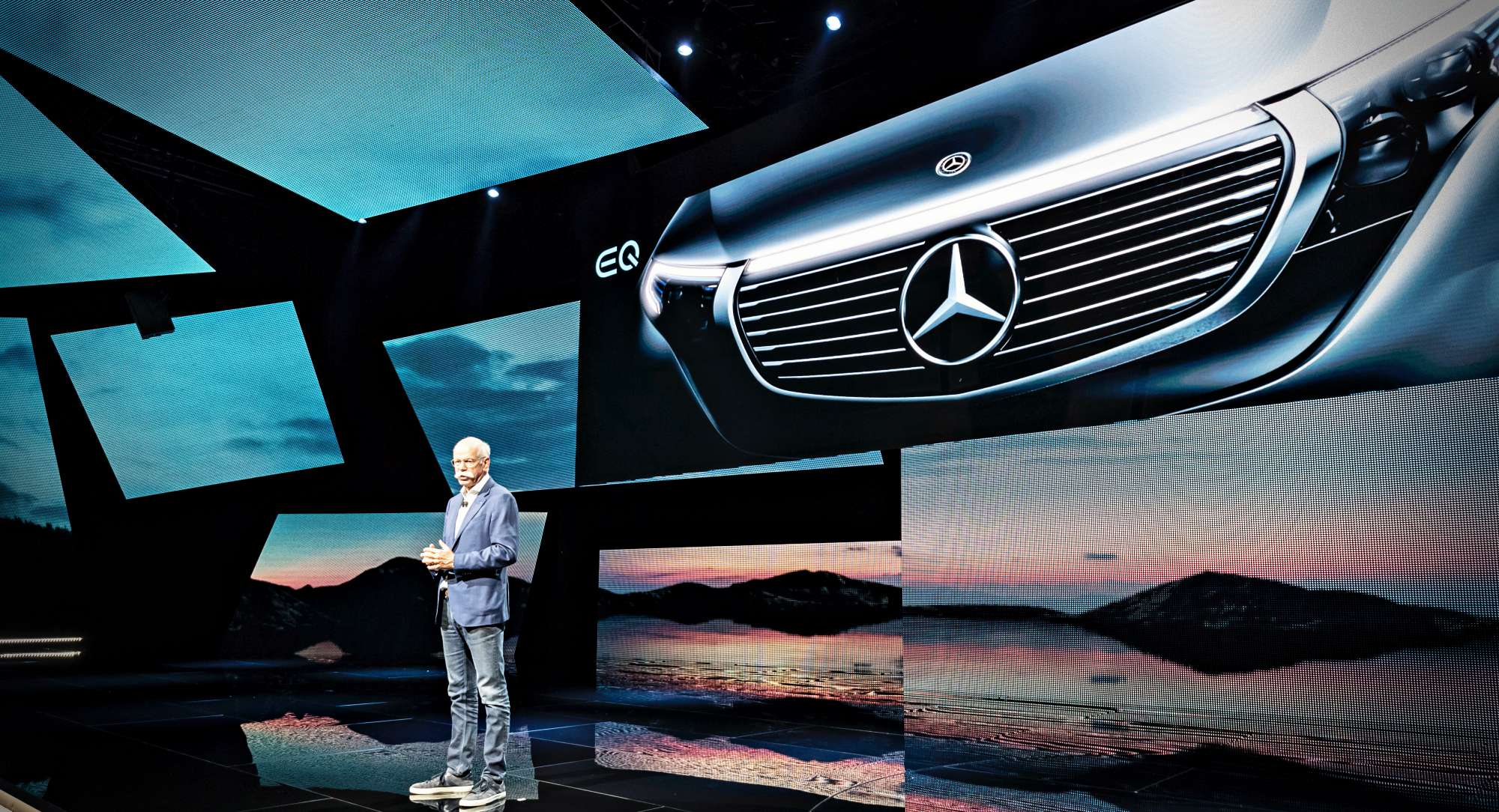 Weltpremiere des neuen Mercedes-Benz EQC in Stockholm: Dieter Zetsche, Vorsitzender des Vorstands der Daimler AG und Leiter Mercedes-Benz Cars präseniert den neuen Mercedes-Benz EQC 400 4MATIC. (Stromverbrauch kombiniert: 22,2 kWh/100 km; CO2-Emissionen kombiniert: 0 g/km, Angaben vorläufig)// World premiere of the new Mercedes-Benz EQC in Stockholm: Dieter Zetsche, Chairman of the Board of Management of Daimler AG and Head of Mercedes-Benz Cars presenting the new Mercedes-Benz EQC 400 4MATIC. (combined power consumption: 22.2 kWh/100 km; combined CO2 emissions: 0 g/km, provisional