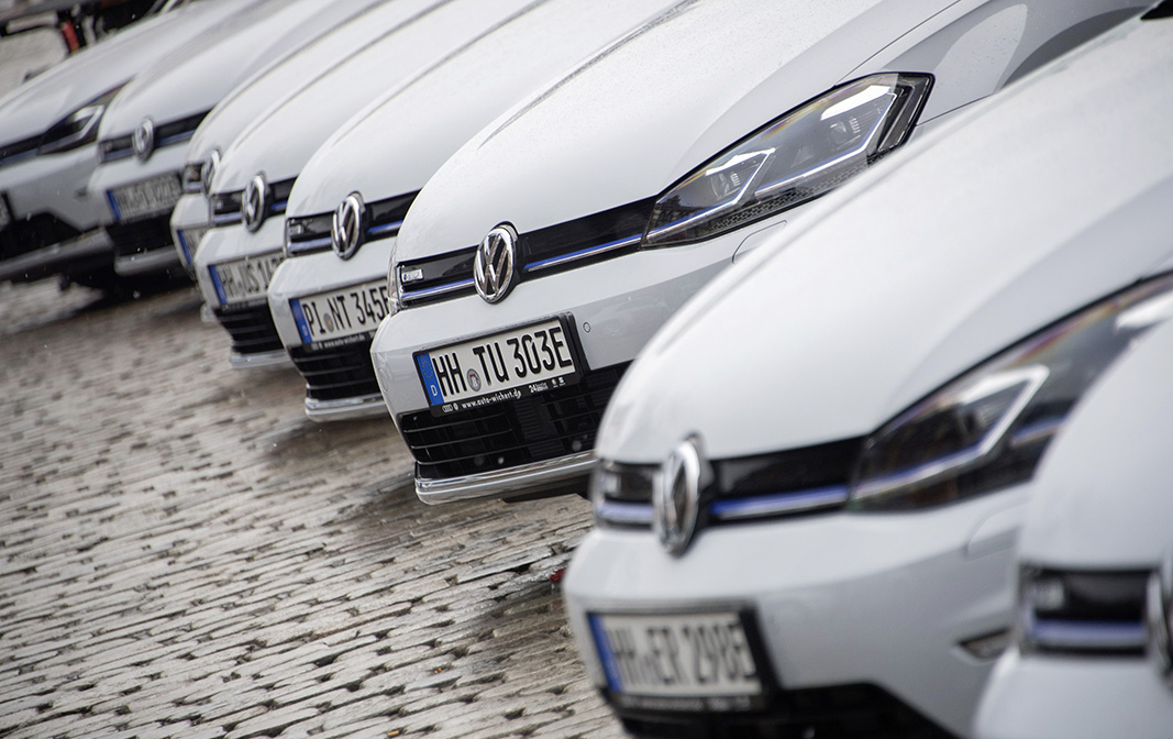 el-grupo-volkswagen-entrega-50-unidades-del-e-golf-en-la-ciudad-de-hamburgo-1