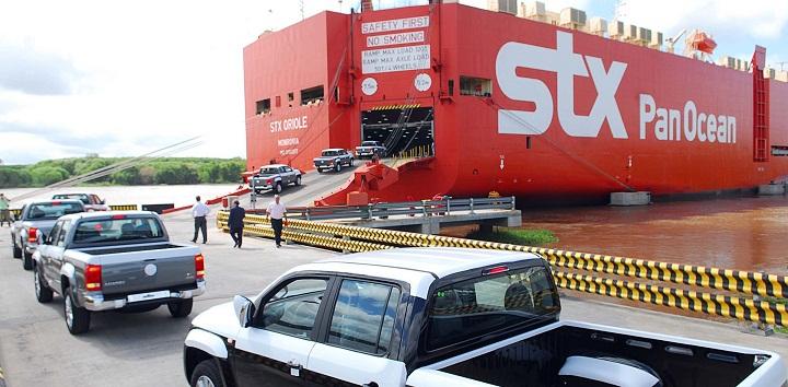 Telam Buenos Aires 09-03-10 Volkswagen Argentina  concretó hoy el primer embarque de 150 unidades de la pick up  Amarok a Brasil, como parte de su programa de exportación de este  vehículo que sólo se produce en el Centro Industrial Pacheco.  Foto:Fernando Sturla/Telam/cf