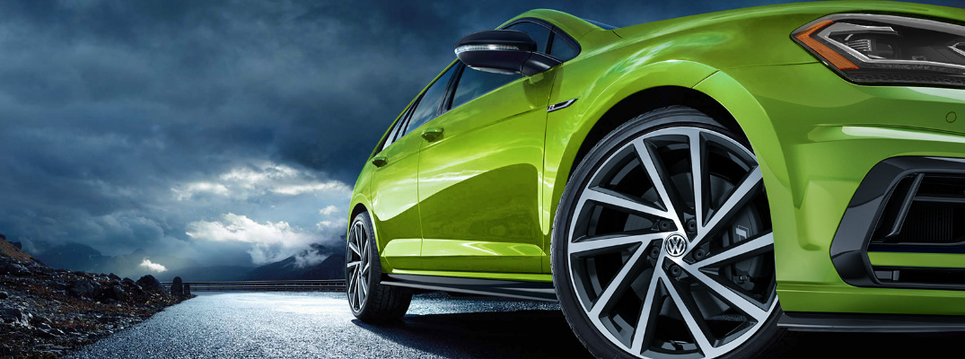 Close-up-View-of-Green-2019-VW-Golf-R_o