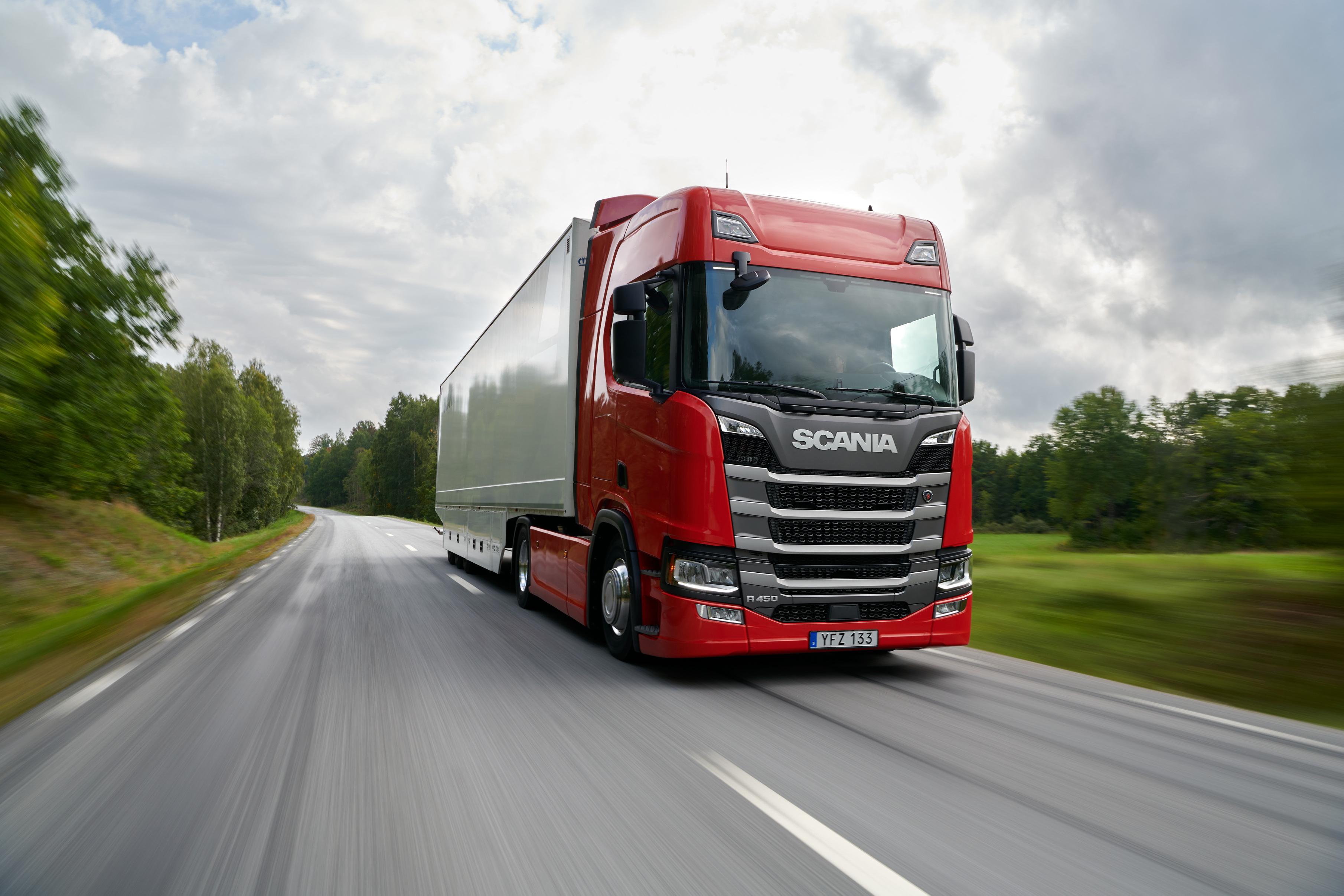 Scania R 450 4x2 Highline with semi trailer