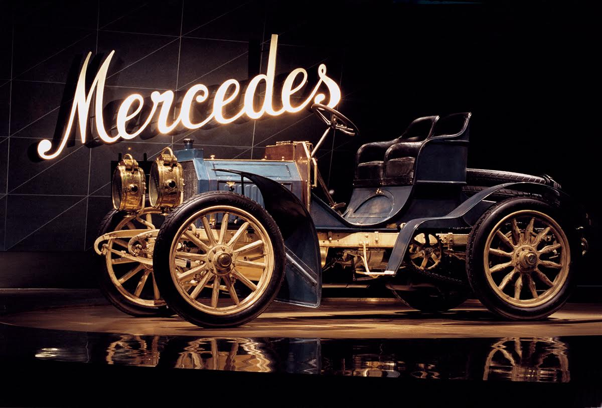 Mercedes – Die Geburt der Marke: Der älteste bekannte Mercedes, ein Simplex 40 PS aus dem Jahr 1902, hat im neuen Museum einen Ehrenplatz gefunden. Mercedes – Birth of the Brand: The oldest still existing Mercedes, a 40 hp Simplex from 1902, found a place of honor in the new museum